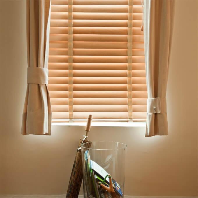 Persianas madera ventana